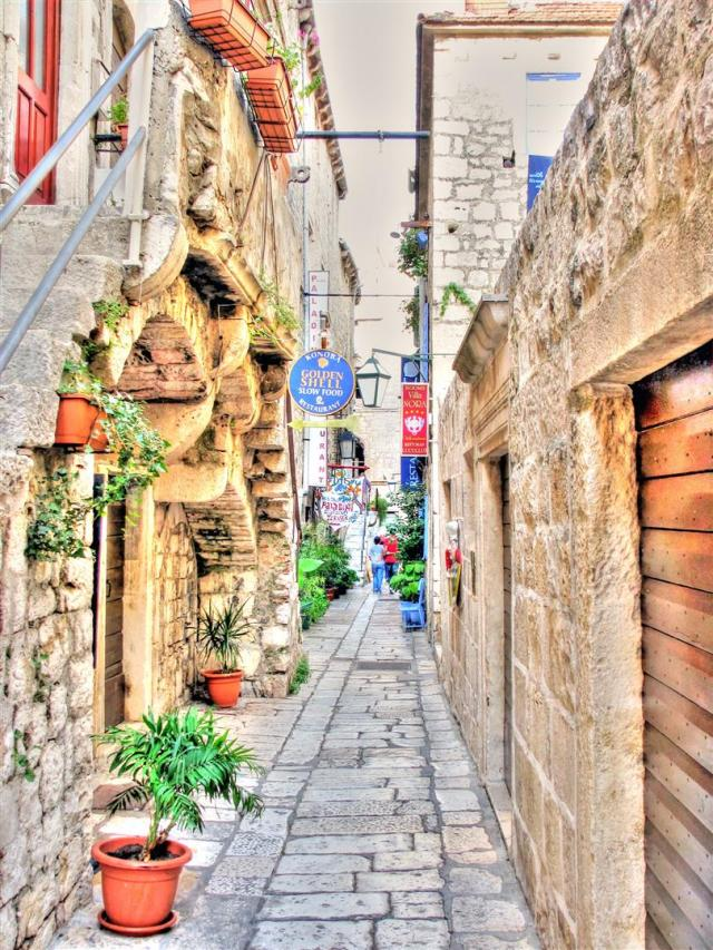 alleys of croatia (2)